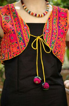 Cheap dress vests embroidered – Woman dresses line Indian Attire, Indian Ethnic Wear, Indian Outfits, Estilo India, Churidar Designs, Neck Designs For Suits, Mode Blog, Embroidered Jacket, Neck Pattern