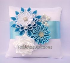 The pad is made in the blue scale, jewelery and decorated with rhinestones. The model can be made in any color of your choice. Satin Flowers, Fabric Flowers, Ribbon Embroidery, Embroidery Patterns, Ring Pillows, Ring Pillow Wedding, Kanzashi Flowers, Ribbon Art, Wedding Fabric