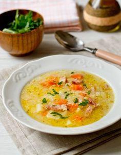 Немецкий картофельный суп (лук, морковь, картофель + лук порей, копченая грудинка, яйцо сырое, майоран)