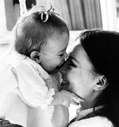 Natalie with her daughter Natasha. - Natalie Wood Golden Age Of Hollywood, Classic Hollywood, In Hollywood, Amy Grant, Russian American, Natalie Wood, Janet Jackson, Christina Hendricks, Past Life