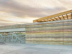 Structural Insulated Rammed Earth – The art and science of rammed earth Rammed Earth Homes, Rammed Earth Wall, Architecture Design, Sustainable Architecture, Earthship Home, Adobe, Tadelakt, Dome House, Concrete Structure