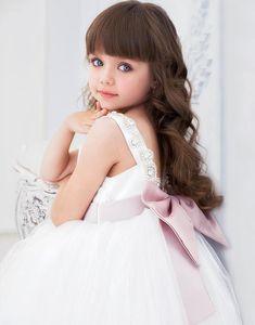 Little Girl Haircuts with Bangs Beautiful Little Girls, The Most Beautiful Girl, Cute Little Girls, Beautiful Children, Cute Kids, Young Models, Child Models, Fashion Kids, Girl Fashion