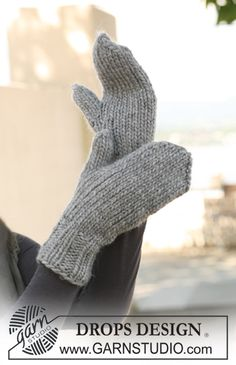 "DROPS - Free knitting patterns by DROPS Design Simple DROPS mittens in ""Eskimo"". ~ DROPS design History of Knitting String spinning, weaving and sewing jobs such as fo. Knitted Mittens Pattern, Knit Mittens, Knitted Gloves, Knitting Patterns Free, Free Knitting, Crochet Patterns, Free Pattern, The Mitten, Drops Design"
