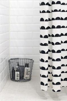 Beautiful Black And White Shower Curtains Design Ideas – Home Decor Ideas Bathroom Toilets, Laundry In Bathroom, Bathroom Black, Bad Inspiration, Bathroom Inspiration, Ideas Para Organizar, White Shower, Ideias Diy, Curtain Designs