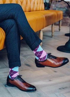 Mens Fashion Smart – The World of Mens Fashion Gentleman Shoes, Dapper Gentleman, Mens Boots Fashion, Fashion Socks, Womens Fashion, Stylish Mens Outfits, Casual Outfits, Colorful Socks, Funky Socks