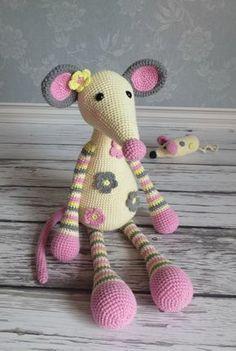 💭🎀 Позитивная мышка [club63308047|Шедевры амигуруми] - подпишись и ТЫ на лучшее! Crochet Animal Patterns, Crochet Animals, Crochet Toys, Knitted Dolls, Cute Crochet, Crochet For Kids, Crochet Crafts, Crochet Projects, Crochet Baby