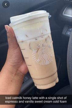 Low Cal Starbucks Drinks, Secret Starbucks Recipes, How To Order Starbucks, Starbucks Secret Menu, Starbucks Coffee, Coffee Drink Recipes, Coffee Drinks, Fancy Drinks, Yummy Drinks