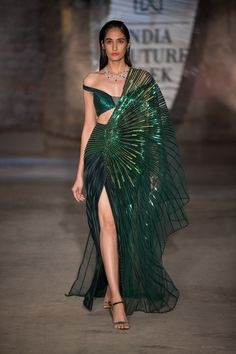 Amit Aggarwal at India Couture Week 2019 India Fashion, Asian Fashion, Fashion Show, Korea Fashion, Indian Designer Outfits, Designer Dresses, Indian Dresses, Indian Outfits, Couture Dresses