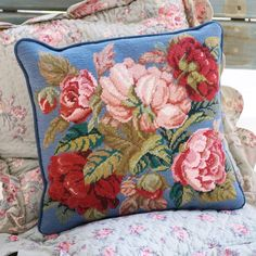 Min kudde. Byta till blå bakgrund?   Beautiful needlepoint - Blooming Roses Blue - Ehrman Tapestry