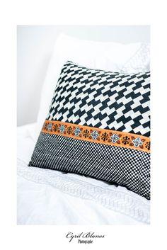 Coussin 50 x 65 cm, coton et lin, déhoussable. A retrouver prochainement sur mon site web. Photo signée Cyril Blanes