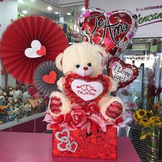 Imagen relacionada Valentine Decorations, Valentine Crafts, Valentine Day Gifts, Valentine Bouquet, Birthday Bouquet, Candy Bar Bouquet, Valentine Baskets, Diy Gift Baskets, Balloon Gift