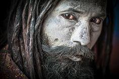 死人の肉や排泄物を食べる。ヒンドゥー教の異端・アゴーリの食肉聖人たち