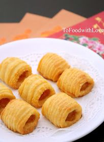 Celebrate CNY with pineapple tarts :) The quest is over. Loving these buttery melt-in-your-mouth pineapple tarts. You may also cl. Pineapple Muffins, Pineapple Cookies, Pineapple Tart, Biscuit Cake, Biscuit Cookies, No Bake Cookies, Cake Cookies, Cake Recipes, Snack Recipes