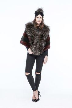 Capa de Lomos de Visón Verde Burdeos con Zorro Argente y Turbante con Aplique de Marmota. #mink #fox #marmot #vison #cap #capa #marmota #vison #peleteria #fur #boutique #moda #fashion