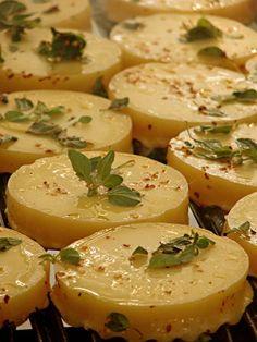 Provoletas a la parrilla  queso  Argentino,