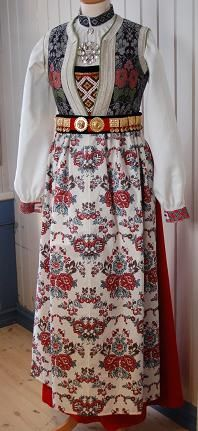 BRUDEBUNAD FRA HALLINGDAL - Google Search Folk Costume, Costumes, Beautiful Norway, Two Piece Skirt Set, Scandinavian, Skirts, How To Wear, Traditional, Beauty