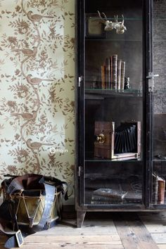 Luxury copper brown bird wallpaper | chic engravings from exotic birds of paradise | collection wunderkammer | Origin - luxury wallcoverings