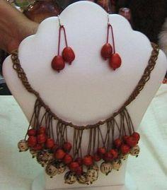 Geflochtene #Halskette und #Ohrstecker mit #Huayruros #Samen Jewelry, Accessories, Braided Necklace, Stud Earring, Braid, Seeds, Handarbeit, Jewlery, Jewerly
