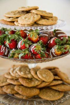 #cookies #confectionperfection #atlantacakes #mariettacakes #atlantacookies #mariettacookies #customcookies #chocolatecoveredstrawberries
