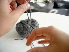 Cuello Bufanda en Crochet o Ganchillo - Punto Escoba (Broomstick Lace) by Ahuyama Crochet. Aprende a tejer un cuello bufanda a crochet o ganchillo, utilizando uno de los puntos más originales: el punto escoba o broomstick lace. Con este tutorial verás paso a paso como tejerlo, además... lo podrás seguir utilizando en nuevos tejidos.