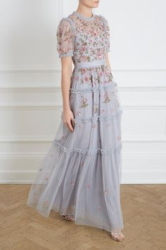 Carnation Sequin Gown in Graphite from the Needle & Thread Collection 2020 – Dresses Fashion Womens 2020 Elegant Dresses, Pretty Dresses, Vintage Dresses, Beautiful Dresses, Embellished Gown, Sequin Gown, Long Floral Maxi Dress, Lace Dress, Evening Dresses