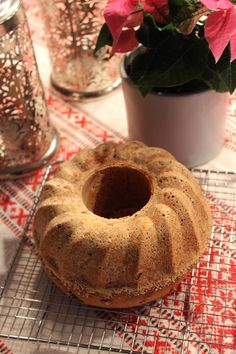 Mummun rusinakakku - Sweet Food O´Mine Christmas Baking, Doughnut, Sweet Recipes, Biscuits, Food And Drink, Candles, Desserts, Pound Cakes, Healthy
