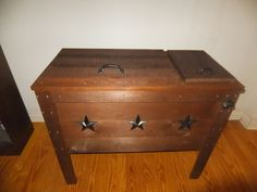 Diy rustic ice chest after the surface was done i started to make custom made rustic wood cooler ice chest solutioingenieria Choice Image