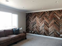 Accent Wall Ideas - An accent wall is needed within a boring room to give them some extraordinary touch. Or, an accent wall can simply define a strong feature in the room. Wood Plank Walls, Timber Walls, Pallet Walls, Wall Wood, Wood Paneling, Palet Wood Wall, Pallet Tv, Timber Flooring, Herringbone Wall