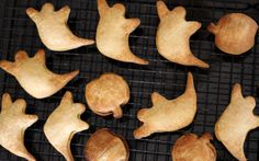 mini pumpkin pies, a low-sugar halloween treat for kids