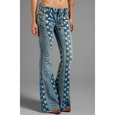 """Free people Bali jeans The perfect summer Jean, flared and fitted with such a cute print. These run small and fit like a 26, tag reads 27. Inseam is 28"""". Raw hem line as the original length was also a raw frayed hem. Gently worn and look new! Sadly too big on me now after losing weight   USE THE OFFER BUTTON  20% off bundles   No trades or PayPal Free People Jeans"""