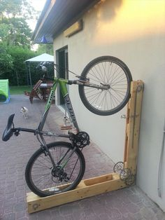 Pallet Dice-Section Bicycle / bike Stand - Creative Projects Made from Pallets - #DIY | 101 Pallet Ideas
