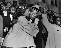 The Reverend Martin Luther King Jr is welcomed with a kiss by his wife Coretta Scott King after leaving court in Montgomery, Alabama, 1956 Coretta Scott King, Martin Luther King, Civil Rights Leaders, Civil Rights Movement, Dr Martins, Wtf Fun Facts, Random Facts, Random Things, King Jr