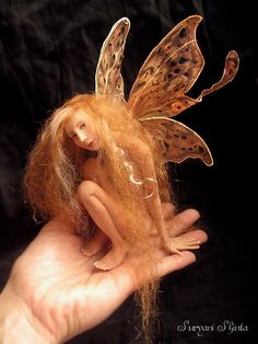 'fairy doll' by Suryani Shinta. polymer clay fairy doll project silk original hand painting with verry soft silk fabric gold reg english mohair soft mixing silver gold verry soft mohair Elves And Fairies, Clay Fairies, Fairy Dust, Fairy Land, Magical Creatures, Fantasy Creatures, Fantasy World, Fantasy Art, Polymer Clay Fairy