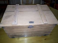 vieille malle en bois renovée