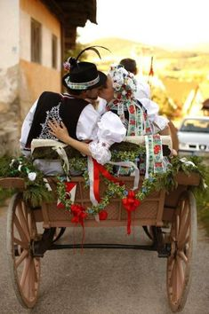 Pictures of lost world Wedding Tumblr, Kiss World, Norse Pagan, Heart Of Europe, Ethnic Outfits, Folk Dance, Modern Love, Folk Fashion
