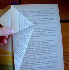 I Love This and That: closed paper protea – Art Du Pliage De Livres - Hollowen Old Book Crafts, Book Page Crafts, Paper Crafts, Folded Paper Flowers, Paper Butterflies, Folded Book Art, Paper Book, Book Page Flowers, Paper Flower Patterns
