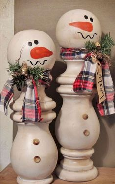 Christmas DIY: DIY Christmas Gifts DIY Christmas Gifts DIY Gifts - Unique homemade gift ideas for Christmas Birthdays Mothers Day or any other holiday. Cute gift ideas that make good gifts for friends and relatives - great Last Minute DIY gift ideas too Christmas Wood Crafts, Homemade Christmas Gifts, Christmas Snowman, Rustic Christmas, Holiday Crafts, Christmas Ideas, Christmas Images, Diy Unique Christmas Gifts, Handmade Christmas