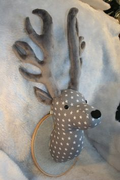Grey Tone Fake Deer Head Faux Taxidermy Stag Head par PurpleJamTart, $83.00