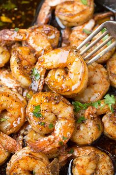 Simple sauteed shrimp recipe made in 10 minutes! Seasoned shrimp sauteed with garlic butter and garlic. Simple sauteed shrimp recipe made in 10 minutes! Seasoned shrimp sauteed with garlic butter and garlic. Sauteed Shrimp Recipe, Pan Fried Shrimp, Breaded Shrimp, Shrimp Recipes Easy, Easy Soup Recipes, Seasoned Shrimp, Seafood Recipes, Cooking Recipes, Healthy Recipes