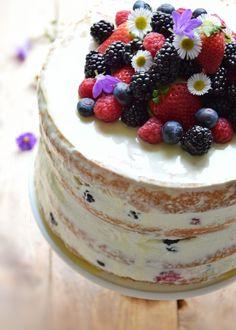 Naked Cake al profumo di limoncello  e frutti di bosco