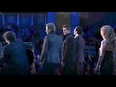 Ils chantaient ''Hallelujah'' soudain Ils se font surprendre sur scène par Céline Dion ! - YouTube