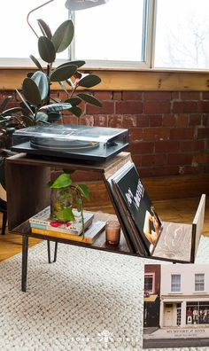 diy interieur Make this amazing DIY record stand, click through to learn how! Diy Furniture Projects, Furniture Makeover, Home Projects, Home Furniture, Furniture Websites, Rustic Furniture, Antique Furniture, Modern Furniture, Diy Interior