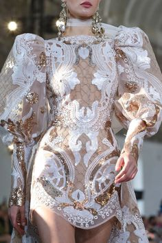 Elie Saab Spring Summer 2020 Haute Couture fashion show at Paris Couture Week (January Haute Couture Paris, Style Haute Couture, Elie Saab Couture, Spring Couture, Haute Couture Dresses, Couture Details, Runway Fashion, Fashion Show, Fashion Design