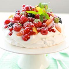Meringue Pavlova, Small Desserts, Angel Cake, Macarons, Tea Time, Panna Cotta, Biscuits, Sweet Treats, Deserts