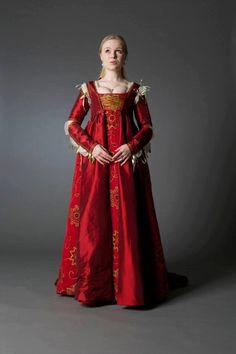 Lucrezia Borgia Renaissance Dress by SarahAnnLamb on Etsy https://www.etsy.com/listing/242833010/lucrezia-borgia-renaissance-dress