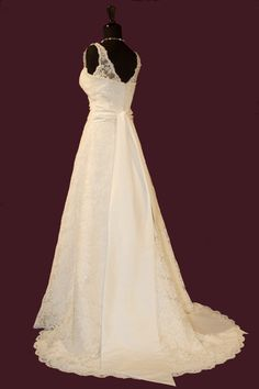 V-neck lace gown for bride   Floor Length,Natural,Court Train,V-Neck,Sleeveless,Beading,Lace,Sashes/Ribbon,Zipper,Lace,Church,Garden/Outdoor,Hall,Spring,Fall,
