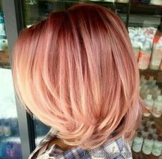 Are you looking for rose gold hair color hairstyles? See our collection full of rose gold hair color hairstyles and get inspired! Bob Hair Color, Hair Color And Cut, Cabelo Rose Gold, Gold Hair Colors, Autumn Hair Colors, Coral Hair Color, Gold Colour, Ombre Color, Hair Colours