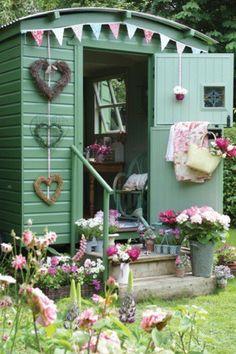 Bauwagen als Gartenhaus. Quelle: www. Bauwagen als Gartenhaus. Quelle: www. Gypsy Caravan, Gypsy Wagon, Shabby Chic Caravan, Gypsy Trailer, Dream Garden, Home And Garden, Garden Cottage, Shabby Cottage, Garden Art
