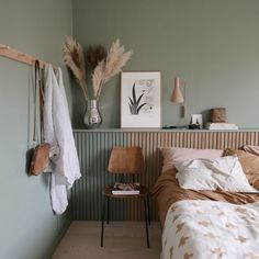 natural, calming interior design inspiration - For the home - Bedroom Bedroom Green, Bedroom Colors, Home Bedroom, Bedroom Ideas, Pastel Bedroom, Green Bedding, Design Bedroom, Bedroom Wall, Green Bedrooms