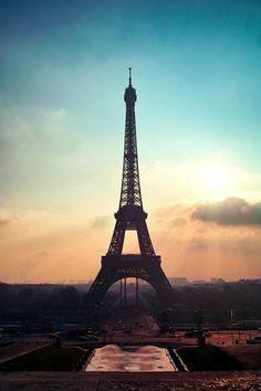 ilaurens:  Eiffel Tower - By: (Shin Jongkyu)   Source:  http://ilaurens.tumblr.com#